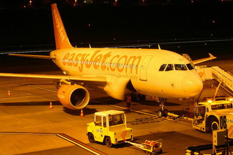easyjet boarding at night