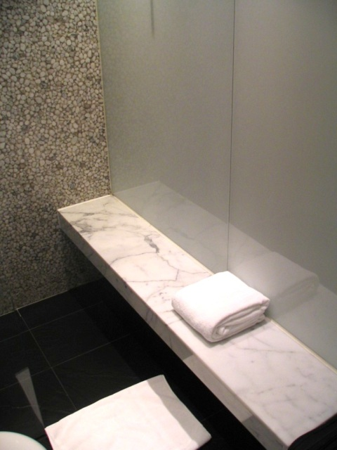 cathay pacific lounge showers