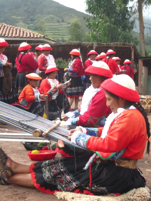 weaving ladies of saqsaywaman, peru