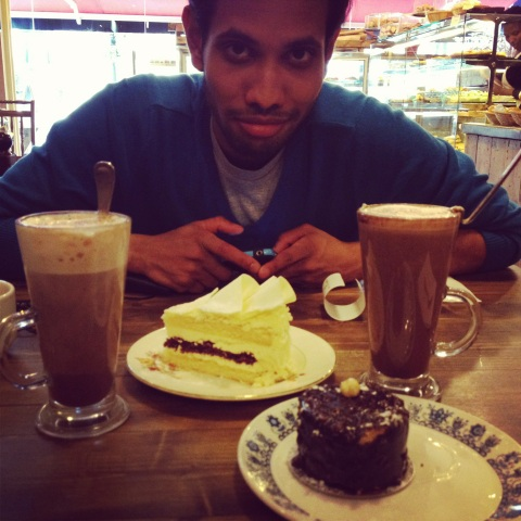 2 mochas, kavesh, white chocolate and hazelnut chocolate cake